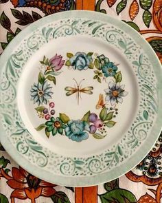 One Stroke Painting, Decorative Plates, Ceramic Plates, Fabric Painting, Victorian Homes, Clay Art, Dinnerware, Decoupage, Whimsical