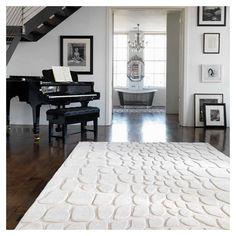 Tapis blanc crème composé de 100% laine de nouvelle zélande, avec des motifs arrondis originaux.  #tapis #déco #salon #épuré