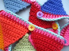 more crochet bunting! Diy Crochet And Knitting, Quick Crochet, Crochet Home, Love Crochet, Crochet Granny, Crochet Crafts, Crochet Projects, Knitted Bunting, Crochet Garland