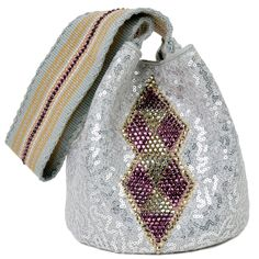 Lique Mochila Bag from the Wayúu Collection. Crystallized with Swarovski crystals. Backpack Pattern, Tapestry Bag, Diy Handbag, Boho Bags, Unique Bags, Quilted Bag, Cute Bags, Knitted Bags, Evening Bags