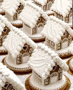 Gingerbread houses by 🏠🏠🏠 If I could make these amazing houses I would never eat them 🤐 And would never allow… Gingerbread House Template, Cool Gingerbread Houses, Gingerbread House Designs, Christmas Gingerbread House, Christmas Sweets, Christmas Goodies, Gingerbread Cookies, Christmas Fun, Xmas