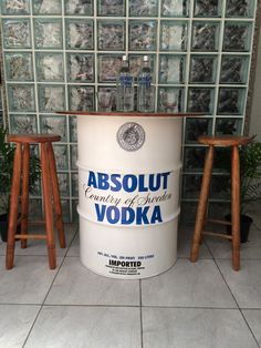 Absolut Vodka, Coffee Shop Design, Cafe Design, Container Bar, Oil Barrel, Oil Drum, Garage Bar, Deco Originale, Pallet Bar
