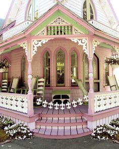 Wraparound porch ~ love the curved window and curved steps