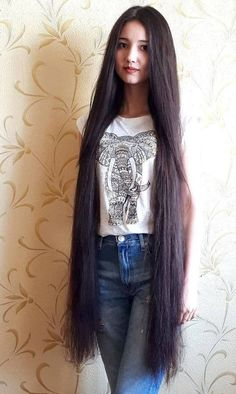 I'd get lost for weeks in that hair Long Thin Hair, Long Black Hair, Very Long Hair, Long Curly Hair, Curly Hair Styles, Crystal Gayle Hair, Long Indian Hair, Glossy Hair, Beautiful Long Hair