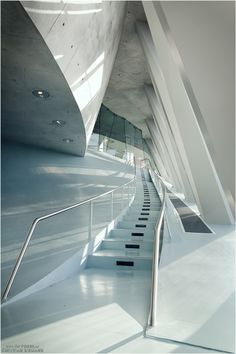 * Architecture, modern interior, white * - Mercedes-Benz Museum Stuttgart Source by mi Futuristic Interior, Futuristic Architecture, Amazing Architecture, Contemporary Architecture, Art And Architecture, Architecture Details, Stuttgart Germany, Morphosis Architects, Museums