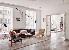 coffee in the sun: Tom Dixon in de mix met Arne Jacobsen en Eames
