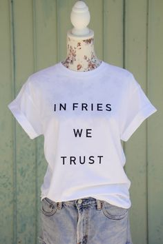 "Lustige Mode: Weißes Oversize T-Shirt mit Spruch 'In fries we trust' / funny fashion: white oversize t-shirt with saying ""in fries we trust"" made by bohanni via DaWanda.com"
