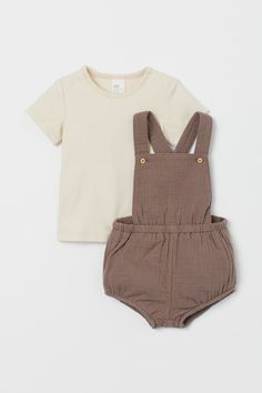 Baby Boy Outfits, Kids Outfits, Salopette Short, Dungarees Shorts, Coton Bio, Baby Online, Fashion Company, Toddler Fashion, Overall Shorts