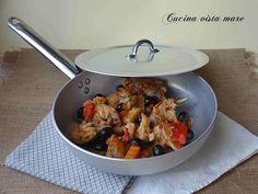 Il coniglio alla cacciatora è una ricetta classica, un piatto che viene cucinato in tutte le regioni italiane: un secondo rustico, gustoso e semplice!