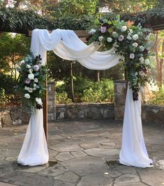 Essential OutDoor Wedding Tips - Wedding Tips 101 Outdoor Wedding Decorations, Stage Decorations, White Wedding Arch, Rustic Wedding Arches, Wedding Archways, Luxury Wedding Decor, Wedding Arch Flowers, Wedding Altars, Ceremony Arch