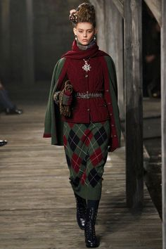 Chanel | Pre-Fall 2013 Collection | Chanel Métiers d'Art collection by Karl Lagerfeld. Mary Queen of Scots. Pre Fall 2013