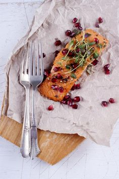 Healthy Dinner: Sweet and Savory Soy Sauce and Brown Sugar Salmon | This easy recipe is full of scrumptious savory flavors like lemon pepper, garlic, soy sauce which are balanced with the sweetness of brown sugar.