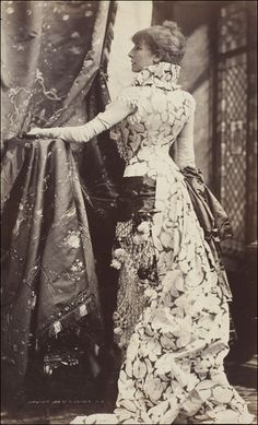 ↢ Bygone Beauties ↣ vintage photograph of Sarah Bernhardt, 1880 by Sarony
