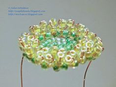 Free detailed tutorial with step by step photos on how to make a bouquet of Gerbera daisy flowers out of seed beads and wire. Great for beginners!