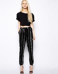 Shop New Look Inspire Contrast Collar Button Back Shell at ASOS. Work Fashion, Fashion Pants, Fashion Outfits, Womens Fashion, Fashion Design, Free Clothes, Clothes For Women, New Look Inspire, Black Harem Pants