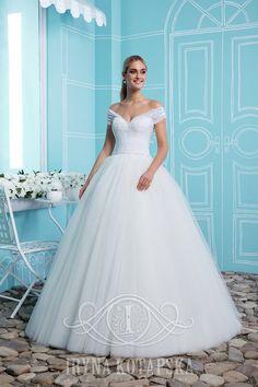 Прекрасное платье от дизайнера Iryna Kotapska. Именно так выглядит нежность и женственность. Спешите сделать заказ для своих красавиц-клиенток! www.kotapska.com