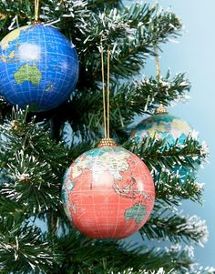 Paperchase Pack of 3 World Map Christmas Baubles   #christmas   #Weihnachten