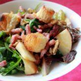 salade van spek, appel, walnoten en geitenkaas.Description