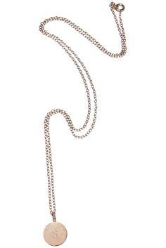 Rosa foryldt halskæde med bogstav mønt vedhæng via Simply by Charlotte. Click on the image to see more!