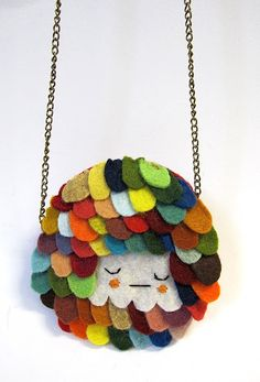Felt necklace. Soo cute. Great with leftover bits.