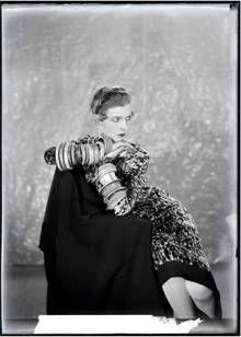 Portrait de Nancy Cunard en 1925, par Man Ray (1890-1976). Centre Georges Pompidou, Paris. Inv. AM 1995-281(83) © Man Ray Trust / Adagp, Paris - Click to enlarge, open in a new window