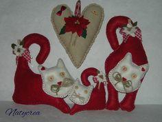 Gattini natalizi Rosso-Panna. By Natycrea See more on my fb page https://www.facebook.com/pages/Natycrea-by-Natascia-Ciarmatori/426178864174484?ref=hl