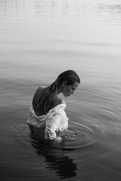 personal work is a project by Jana CLEVÉ who is represented by SCHIERKE Artists Beach Photography Poses, Beach Poses, Beach Portraits, Portrait Photography, Backlight Photography, Photography Illustration, Clothing Photography, Artistic Photography, Lifestyle Photography