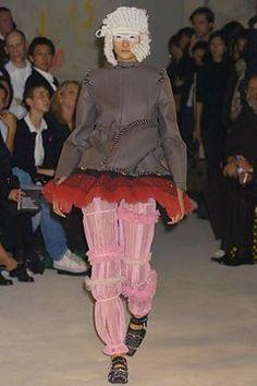 Comme des Garçons Spring 2005 Ready-to-Wear Fashion Show