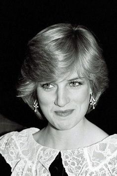 HRH Diana Princess [perhaps expecting Prince William] Nov 1981 London Film Festival's opening night gala. [Diana was purposely selected to become Queen Mother and afterwards was tossed away by Charles. Princess Diana Fashion, Princess Diana Pictures, Princess Diana Family, Princes Diana, Royal Princess, Prince And Princess, Princess Of Wales, Prince Harry, Lady Diana Spencer