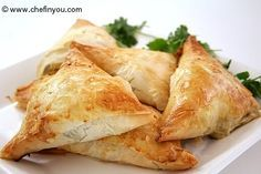 Enjoy making the famous Greek spinach pies called as Spanakopita with easy step by step pictorials. Make these triangles to make great party appetizers. Spanakopita Triangles Recipe, Spanakopita Recipe, Greek Spinach Pie, Cooking Recipes, Healthy Recipes, Easy Recipes, Easy Appetizer Recipes, Spinach Appetizers, Greek Recipes