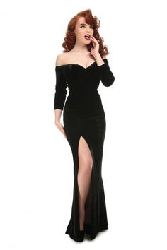 Collectif Anjelica Velvet Maxi Dress Absolutely stunning black velvet maxi dress from Collectif! The gorgeous Anjelica dress screams classic Hollywood glamour, with it's flattering sweetheart necklin. Gothic Outfits, Vintage Style Outfits, Vintage Dresses, 1930s Fashion, Vintage Fashion, Vestidos Pin Up, Art Deco Dress, 1930s Dress, Festa Party