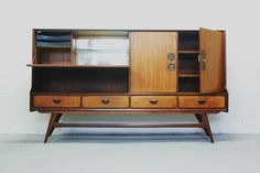 vintage opbergkast, afbeelding komt van Vonvintage.nl, € 595 http://www.vonvintage.nl/catalogus/item/bekijk/nieuw/webe-highboard-louis-van-teeffelen.html