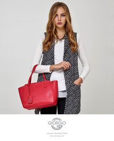 Elegant urban shopper style bag of premium leather with double handles and detachable shoulder strap. #Ibiscus #Leather #style #Bag #handmade #italy