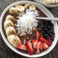 Hello Friday! Sending good vibes your way through an amazing Acai bowl power packed with wild blueberries, strawberries, banana, coconut and local bee pollen. #weekendvibes✌️ #progressivenectar #coconut #strawberry #acaibowl #glutenfree #dairyfree #specialdiet #breakfast #tgif #beepollen #instafoodie #instagood #huffposttaste #foodie #foodblogger #eatrealfood