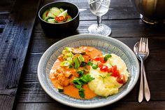 Klassikko herkullisena kasvisversiona! Halloumi stroganoff valmistuu helposti ja nopeasti. Maukas ja mehevä kasvisruoka arkeen tai viikonloppuun.