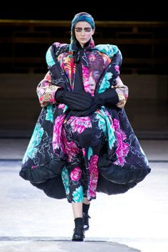 Défilé Yohji Yamamoto automne hiver 2014-15 : Des gants que vous n'avez jamais vu avant ! #PinPFW