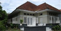 Dutch house in Semarang Colonial House Exteriors, Dutch Colonial Homes, British Colonial Style, Asian Architecture, Colonial Architecture, Minimalist House Design, Minimalist Home, Style At Home, Java