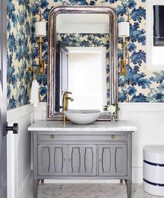 Bathroom inspiration with wallpaper Raphaël blue - Sandberg Wallpaper Bathroom Interior, Modern Bathroom, Small Bathroom, Bling Bathroom, Bohemian Bathroom, Silver Bathroom, Bathroom Ideas, Bad Inspiration, Bathroom Inspiration