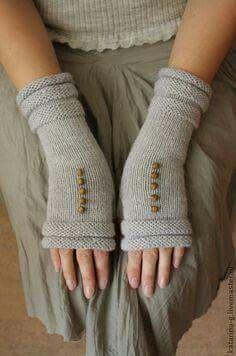 Knitting Patterns Mittens no instructions, but a nice idea! Fingerless Gloves Knitted, Knit Mittens, Crochet Gloves Pattern, Knit Crochet, Knitting Designs, Knitting Patterns, Knitting Projects, Crochet Patterns, Diy Laine