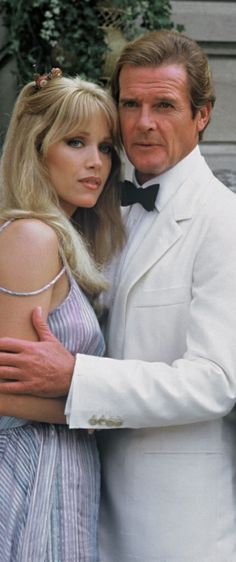 Tanya Roberts est Stacey Sutton (1985) avec Roger Moore - Dangereusement vôtre (A View to a Kill)