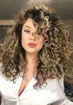 For Dry Sensitive Skin Makeup - Kurze Blonde Haare Curly Hair Styles, Dyed Curly Hair, Colored Curly Hair, Short Curly Hair, Crazy Curly Hair, Curly Balayage Hair, Brown Blonde Hair, Blonde Curly Hair Natural, Gorgeous Hair