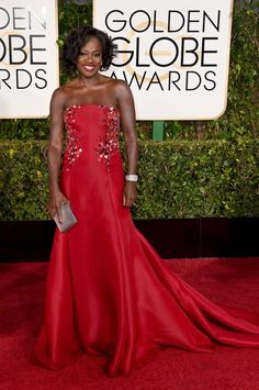 Actress Viola Davis looked gorgeous in a red Donna Karan Atelier gown at the 2015 Golden Globe Awards.
