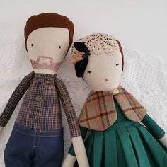Today, my brother and his wife celebrated their first wedding anniversary. I made them in doll form to celebrate the occasion.
