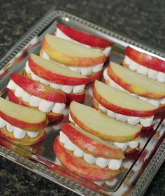 A couple of really quick and easy Halloween snacks for those hungry little monsters in your life. If you remember last year, Hunter's school class had a healthy Halloween party, and I made these. Comida De Halloween Ideas, Halloween Food For Party, Halloween Birthday, Easy Halloween, Halloween Juice, Halloween Desserts, Childrens Halloween Party, Halloween Finger Foods, Halloween Breakfast