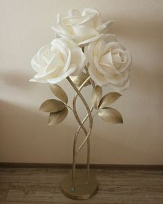 Best 12 44 Creative Home Decor Everyone Should Keep – SkillOfKing. How To Make Paper Flowers, Large Paper Flowers, Giant Paper Flowers, Big Flowers, Balloon Decorations, Flower Decorations, Bridal Shower Backdrop, Nylon Flowers, Diy And Crafts