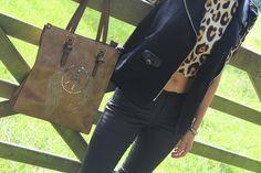 David Jones bag Glam brown € 69,95 / Missy Taylor jack € 89,95 / LA Sisters Top Cropped Panther € 48,95 / Pulz Jeans Pantalon Jamee  € 79,95 #davidjones #tas #tassen #missytaylor #jack #jas #gilet #lasisters #top #shirt #croppedtop #croptop #pulzjeans #pantalon #broek #zwart #coatedbroek #kleding #mode #moderood #inspiratie