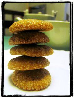 Vyšleháme máslo s cukrem do pěny, přidáme extrakt, bílek a med a vyšleháme do… Doughnut, Hamburger, Pancakes, Muffin, Vegetarian, Sweets, Bread, Cookies, Baking