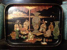 Plateau en papier maché Napoléon III avec un décor japonais. France 1850. Collezione privata.