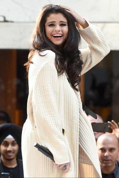 You Guess This Secret About Selena Gomez's Gorgeous Hair? We've just seen Selena Gomez without hair exensions, and. We've just seen Selena Gomez without hair exensions, and. Fotos Selena Gomez, Selena Gomez Dress, Selena Gomez Style, Selena Gomz, Justin Selena, Famous Celebrities, Celebs, Cool Vintage, Vintage Outfits