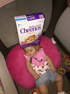 Dads are stacking cheerios on their baby's heads and it's hilarious Geek Gadgets, Gadgets And Gizmos, Cool Gadgets, Challenges Funny, Funny Memes, Hilarious, Dankest Memes, Cinema Theatre, Baby Head